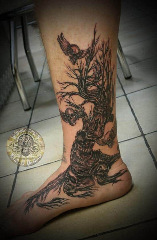 29-Horror-tree-skull-tattoo