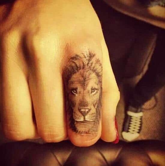 32-lion-finger-tattoo