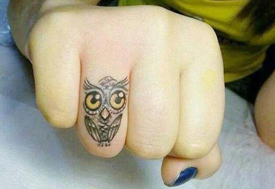 33-owl-finger-tattoo