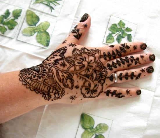 48-henna-tattoo-hand-design600_520