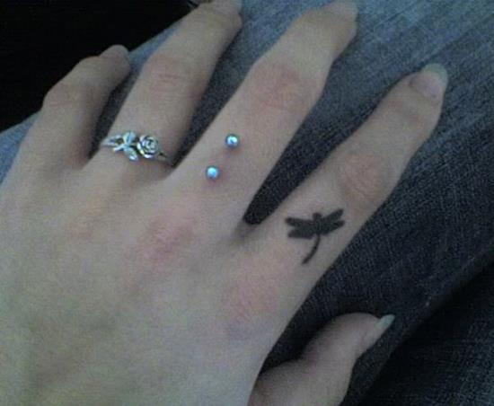 52-Dragonfly-finger-tattoo
