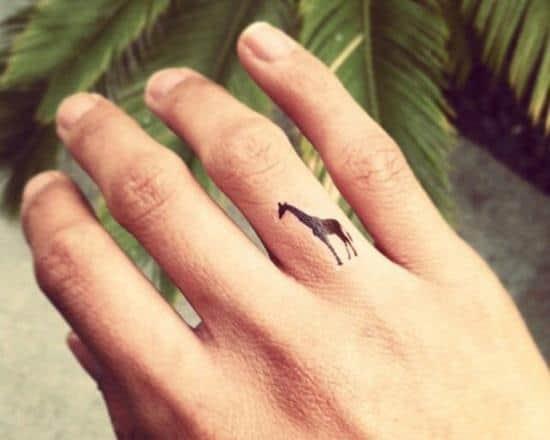 53-Giraffe-tattoo-on-finger