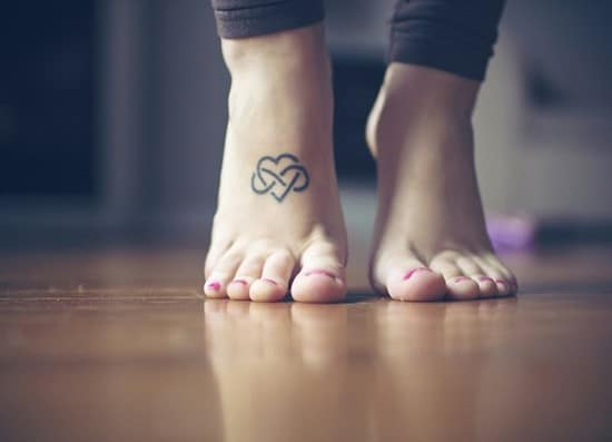 10-Infinity-Heart-Tattoo-on-foot