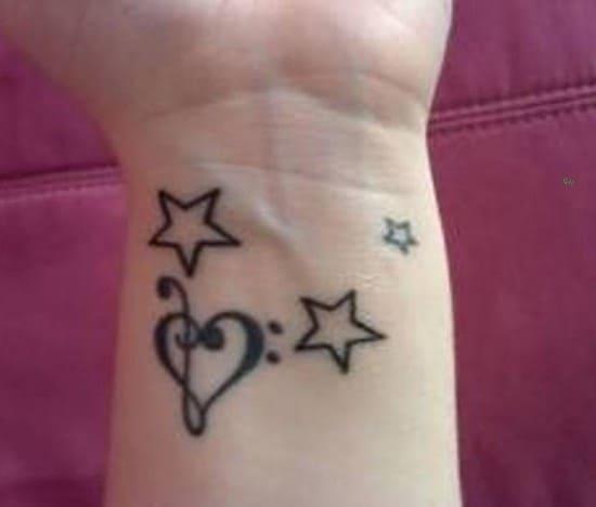 8-Heart-and-Star-Tattoo-on-Wrist