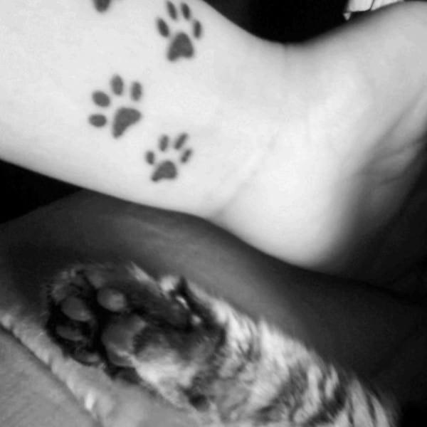 AD-Minimalistic-Cat-Tattoos-54