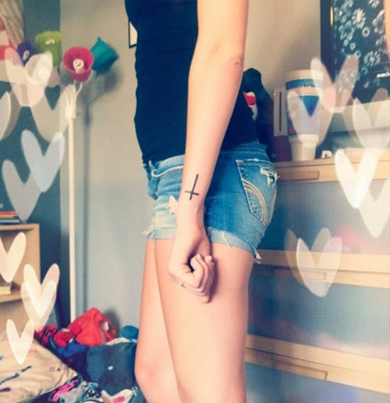 Cross tattoos designs ideas men women best (32)