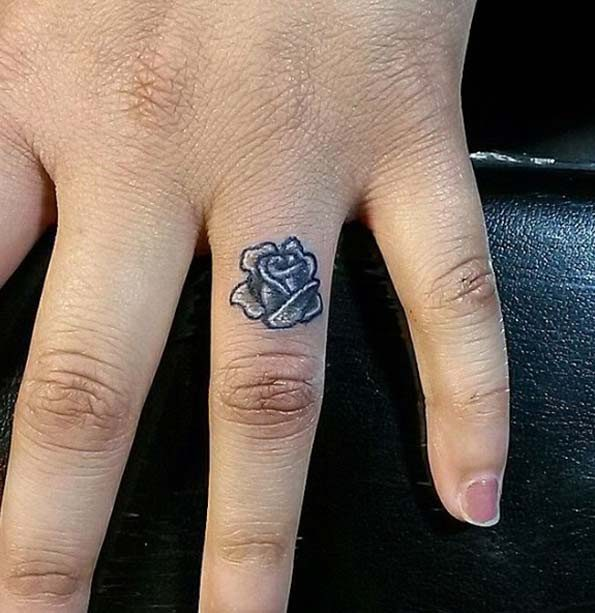 a2a4220228ed9 151 Best Finger Tattoos Ideas (An Ultimate Guide, July 2019)