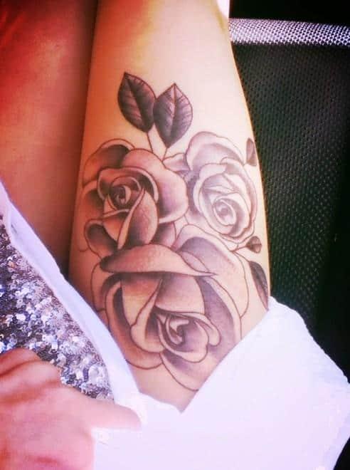 Rose-tattoos-on-thigh