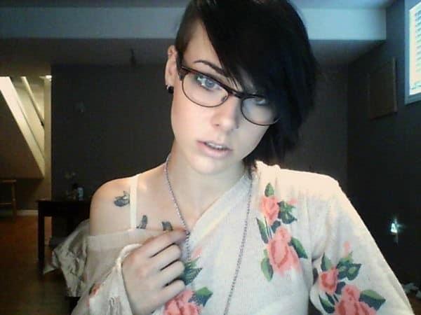 collar-bone-bird-tattoo-girl-9