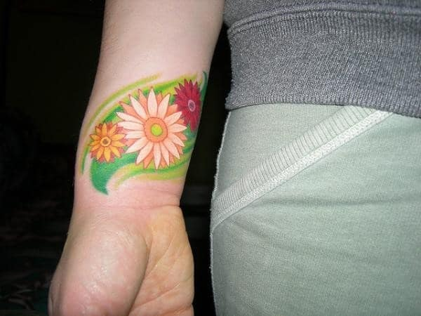 gerbera-daisy-on-wrist