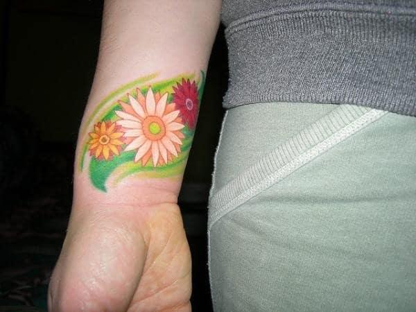 gerbera-daisy-on-wrist