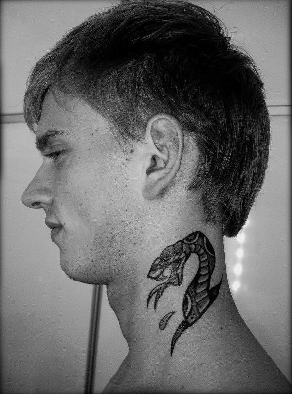 snake-tattoo-on-the-neck