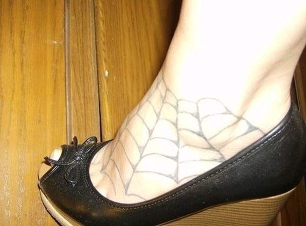 spider-web-on-women-foot-tattoo-520x385