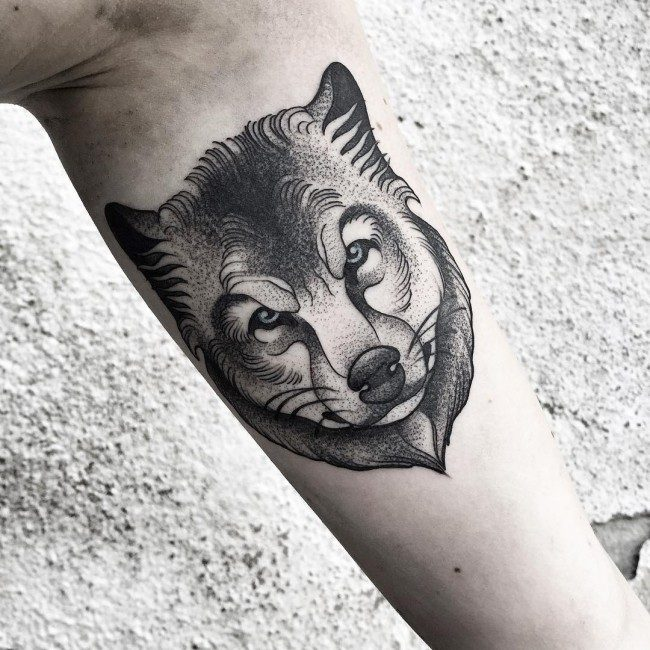 1a92342a11e6d Most of the animal tattoos are done in realistic designs, while some other  are framed in water colors, and wolf tattoos are no exception to this rule.