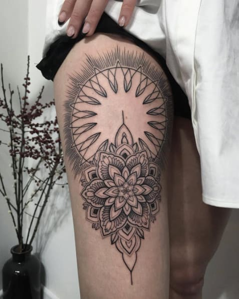 Mandala thigh design by Sasha Masiuk