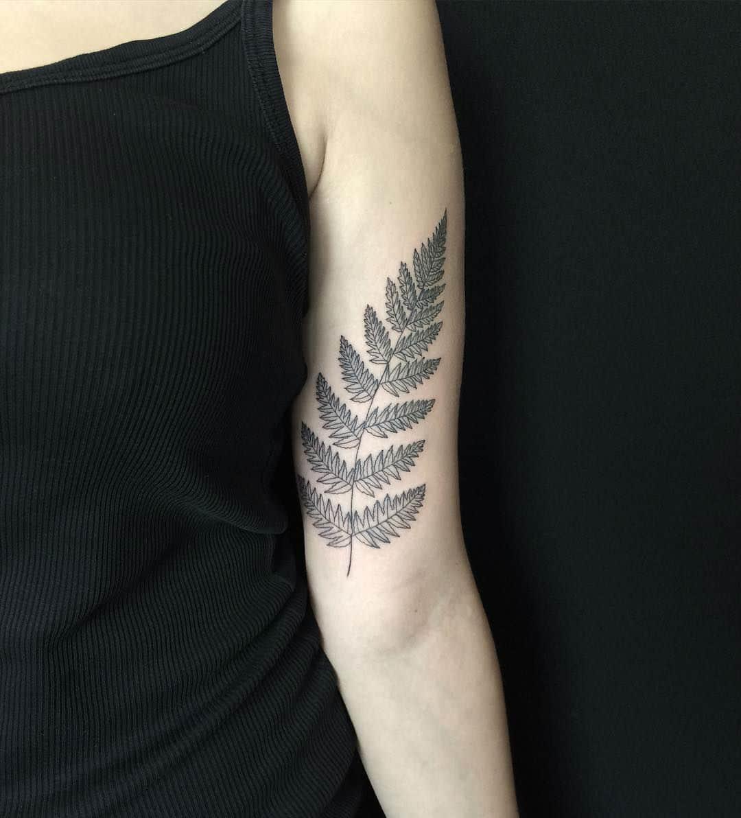 Gifted Ukrainian Artist Creates Stunning Floral Tattoos