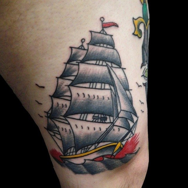 7af3c1b9b8d17 Modern tattoo art draws inspiration from the old school to a great extent,  and makes use of these designs in the contemporary tattoo art too.