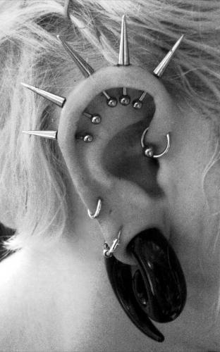helix-piercing-five-spikes