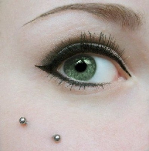 Close up Anti Eyebrow Piercing