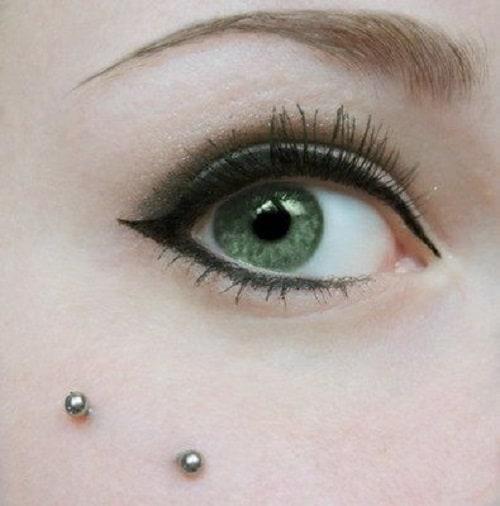 Close up Anti Eyebrow Piercing