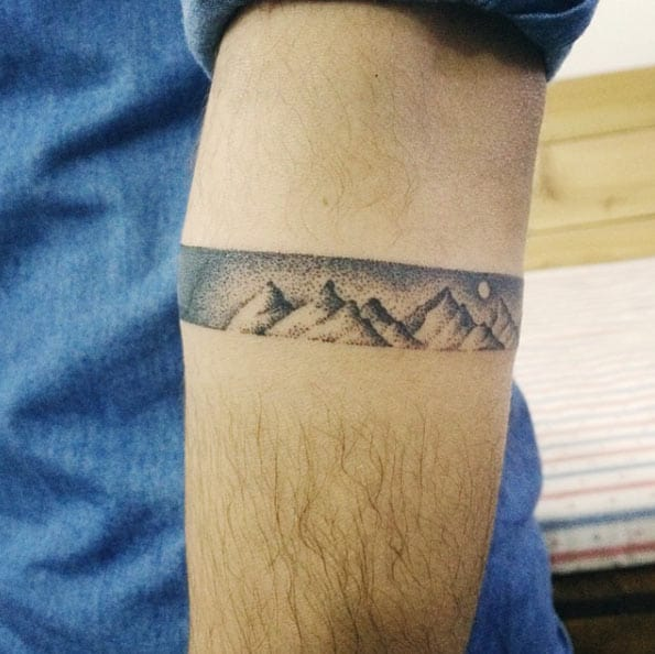 Dotwork mountain range by Doy