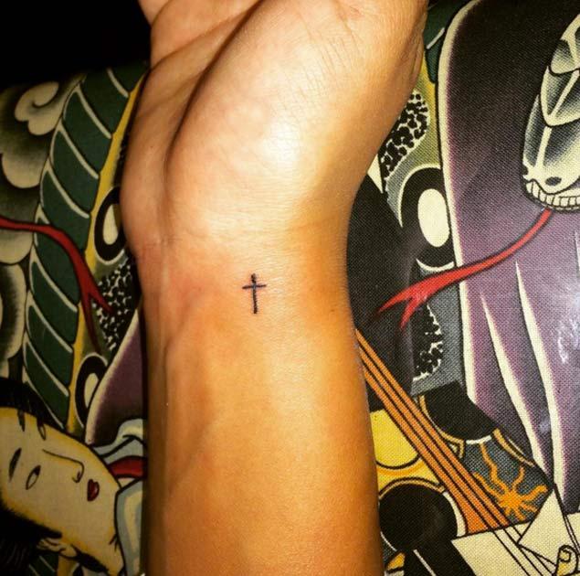 tiny-cross-tattoo