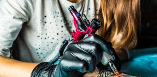 Tattoo-machine-in-action