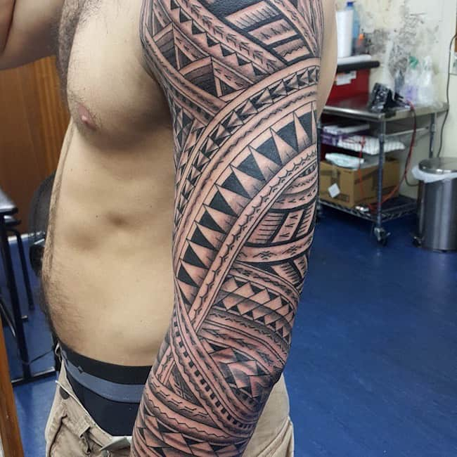 twisting-patterns-tribal-sleeve-tattoo
