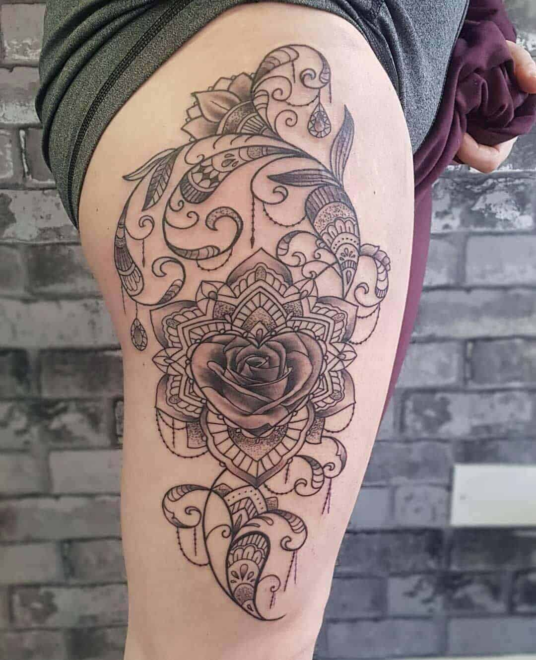 celtic tattoo on thigh