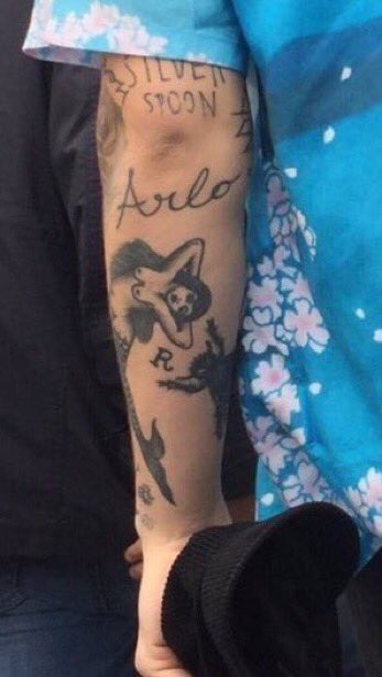 harry styles arlo and letter r tattoo